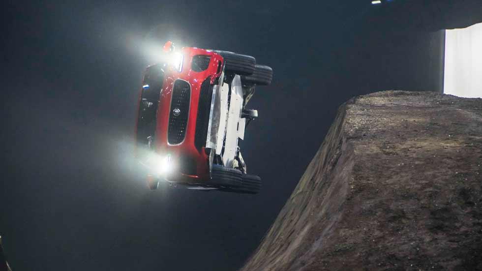 "Así se presentó el Jaguar E-Pace: Récord Guinness de ""looping"" lateral (vídeo)"