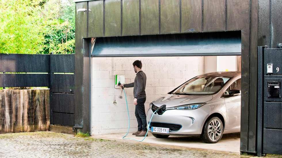 Duda: ¿puedes cargar hoy un coche eléctrico sin que salten los plomos de tu casa?
