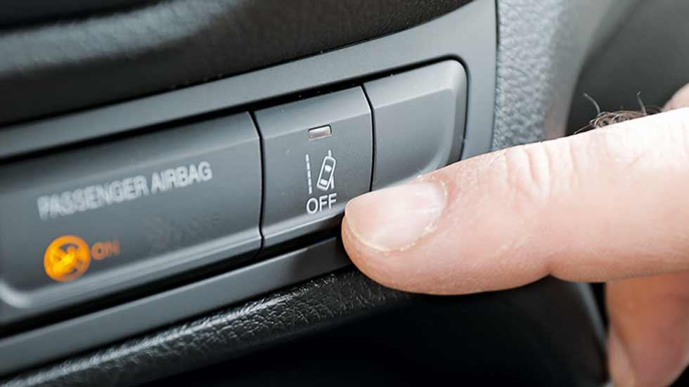 El sistema de aviso de cambio involuntario de carril previene casi 85.000 accidentes