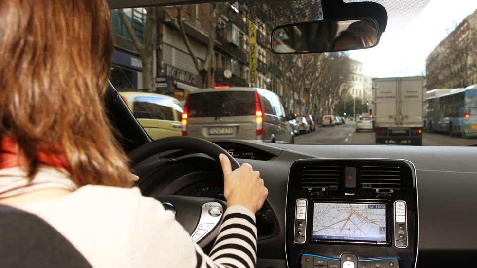 Casi la mitad de los españoles usa el coche para ir a trabajar