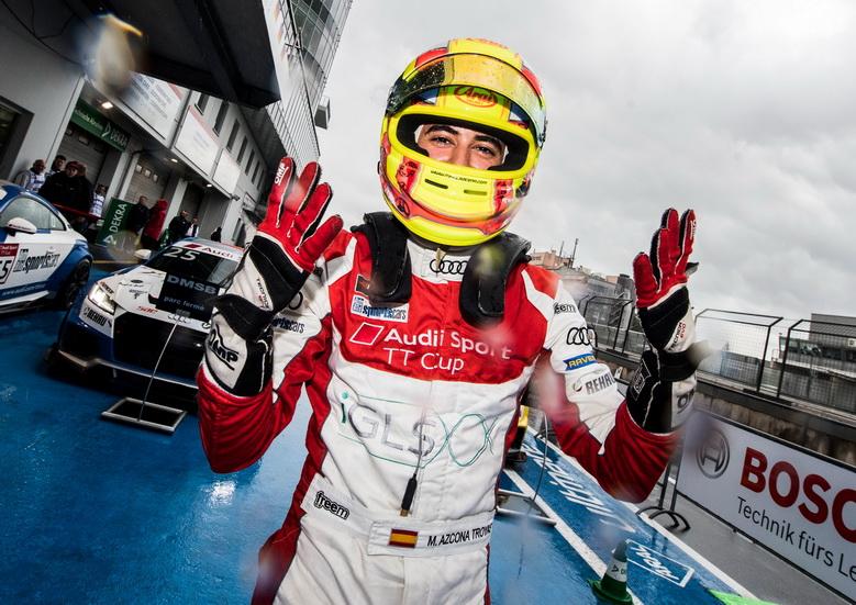 Mikel Azcona, líder de la Audi TT Cup