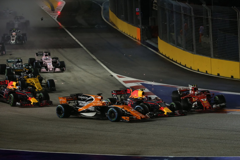 GP de Singapur: Alonso abandona empujado por Verstappen