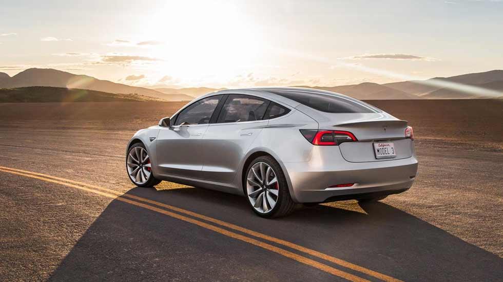 Los planes de Tesla: un SUV, un camión, un roadster, un cohete…
