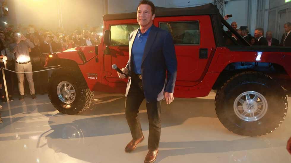 Así es el nuevo coche de Schwarzenegger: el primer Hummer eléctrico del mundo