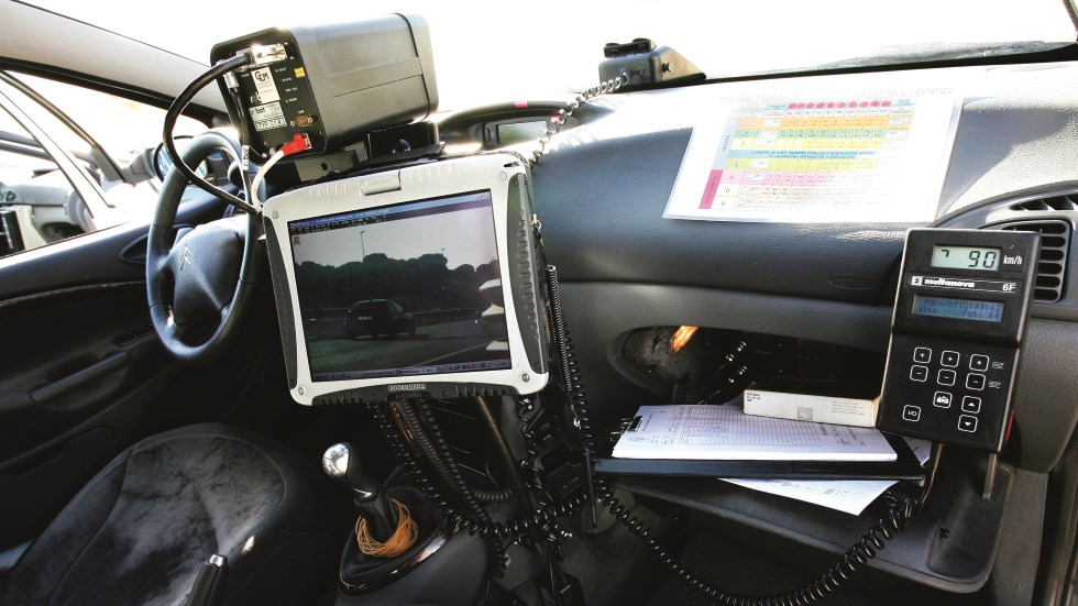 ¡Confirmado! Los primeros coches-radar privados ya multarán