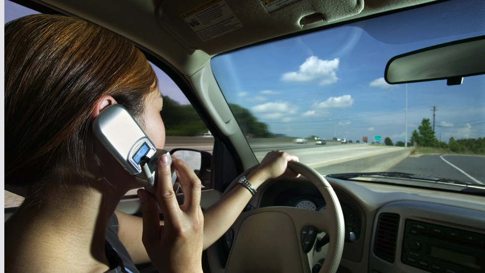#AparcaTuMovil: así es la nueva campaña para alertar del uso del móvil al volante