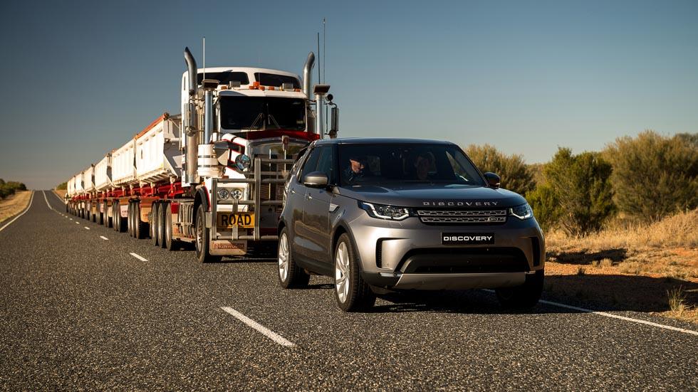 VÍDEO: el Land Rover Discovery remolca un camión de ¡110 toneladas!
