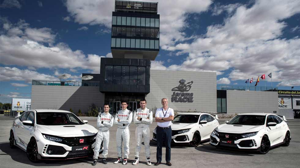 Marc Márquez, Dani Pedrosa y Toni Bou prueban el Honda Civic Type R
