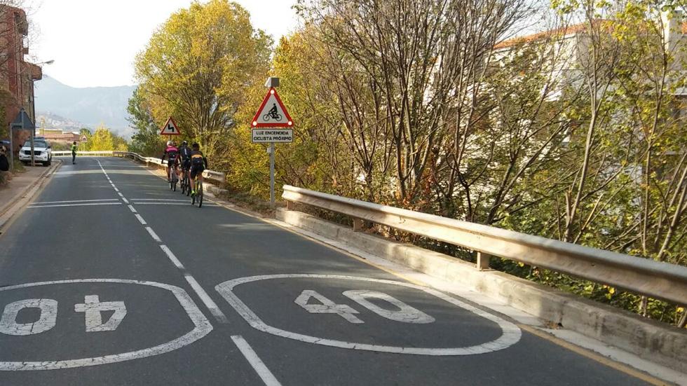 La DGT instala una nueva señalización dinámica de ciclistas: así es
