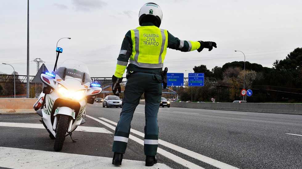 Lenguaje de gestos: ¿conoces las indicaciones de los agentes de Tráfico?