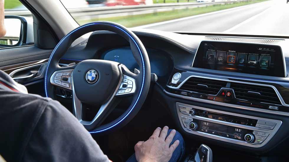 """BMW asegura estar """"años por delante"""" de Audi en conducción autónoma"""