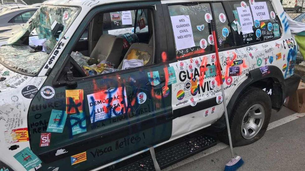 Así quedaron los coches de la Guardia Civil tras las protestas en Barcelona