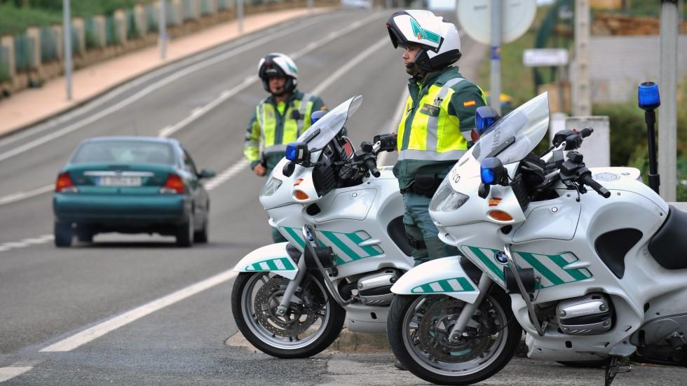 Oficial: la Guardia Civil multará en moto con radares láser portátiles