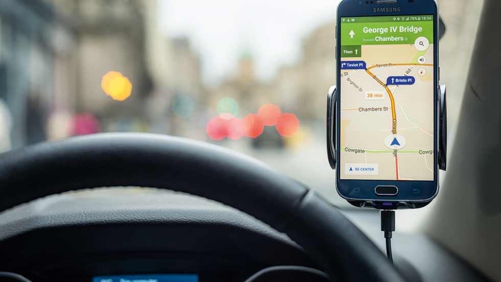 Multa a Google por robar datos personales con sus coches