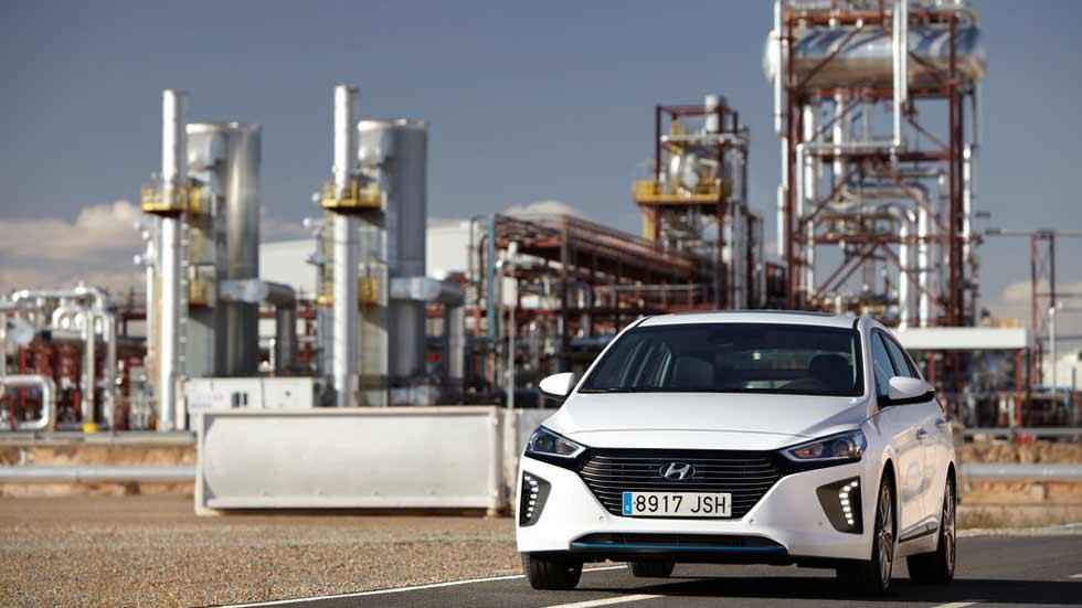 Coches de gasolina: si bajan de 4,6 l/100 km, ¡más limpios que los eléctricos!