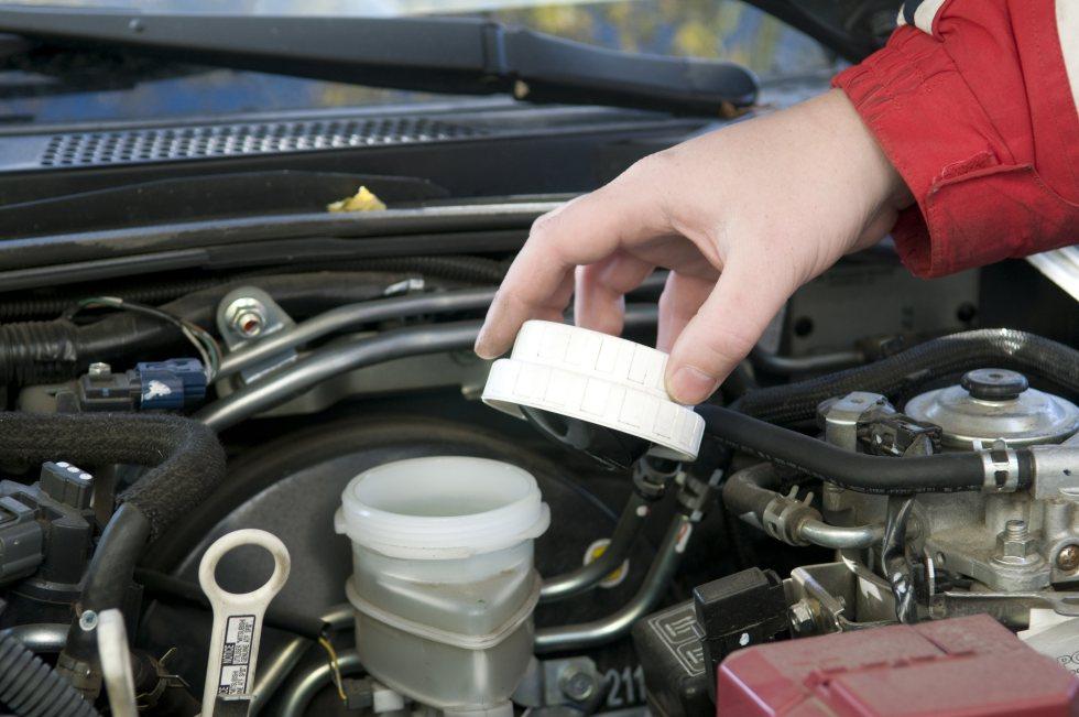 Dudas: ¿Cuánto cuesta cambiar el líquido de frenos del coche?