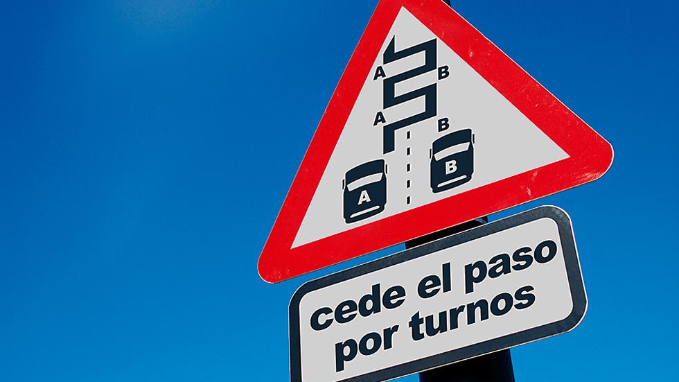 Nueva señal que debería existir: paso por turnos por reducción de carriles