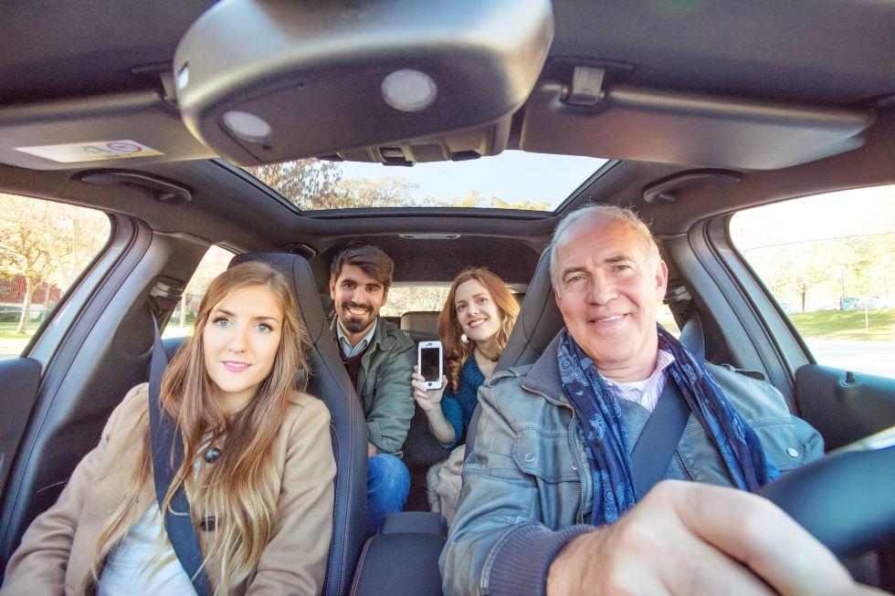 ¿Valorarías no tener coche en propiedad y usar uno en alquiler/compartido? Danos tu opinión