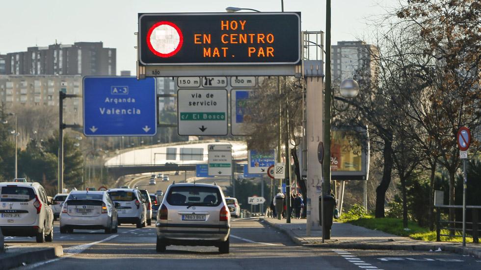 Casi la mitad de los coches que circulan en España son muy contaminantes