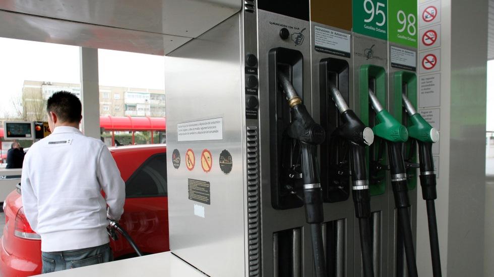 Dudas: Autoservicio en gasolineras, ¿es legal?