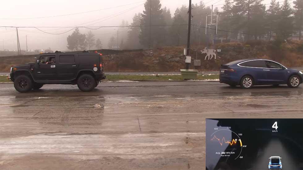¿Cuál tiene más fuerza para remolcar: un Tesla Model X o un Hummer H2? (Vídeo)