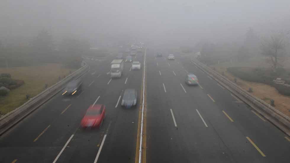 China prohíbe fabricar más de 500 modelos de coches muy contaminantes