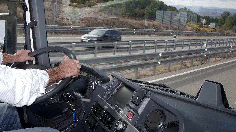 Detenido un camionero de mercancías peligrosas, drogado y apuntando con láser a los coches