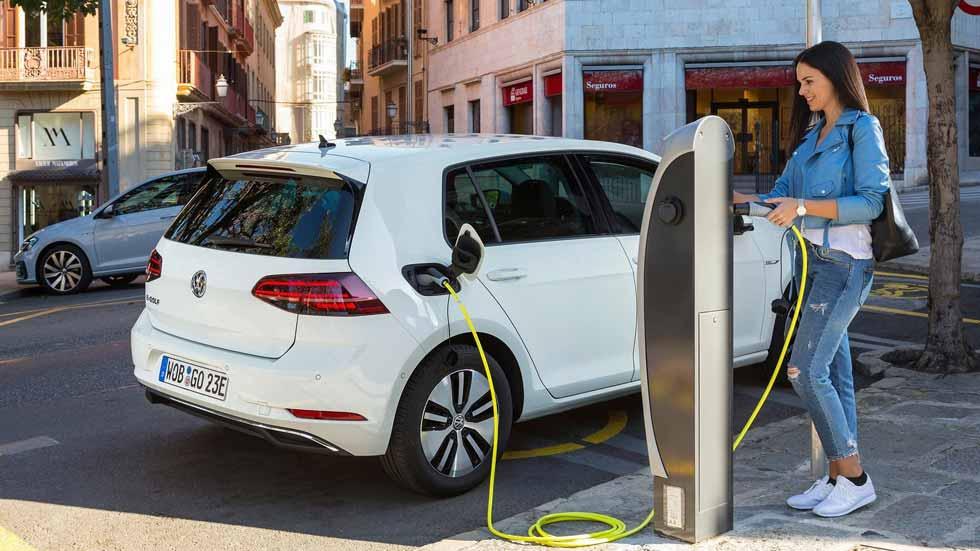 """Volkswagen e-Golf eléctrico: los 12 puntos clave del Golf con """"más chispa"""""""