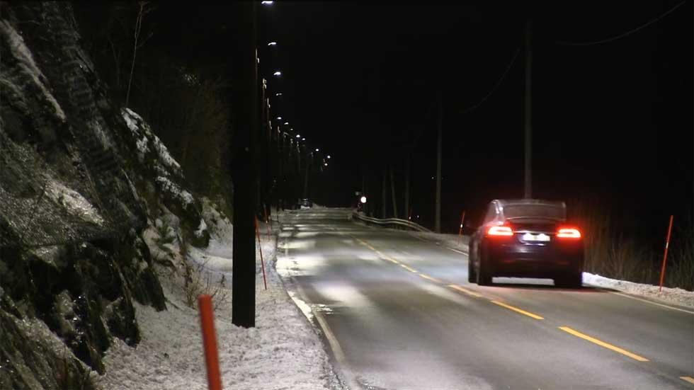 Farolas inteligentes que se encienden al paso de los coches: así son (Vídeo)