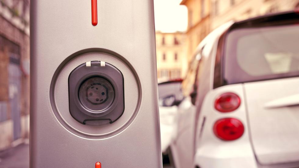 Las ayudas para puntos de carga de coches eléctricos, ya disponibles
