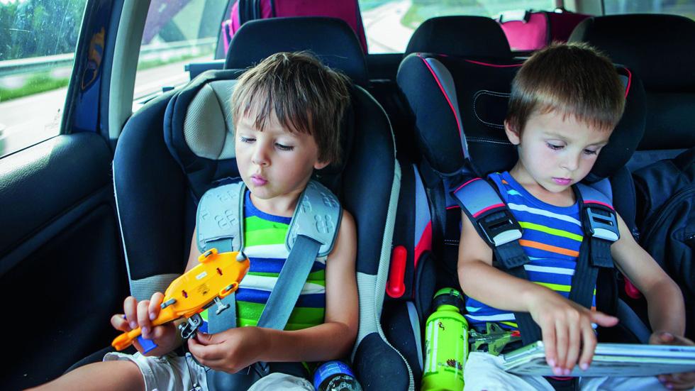 Y tú, ¿pones en peligro a tus hijos en coche? Claves de cómo actuar