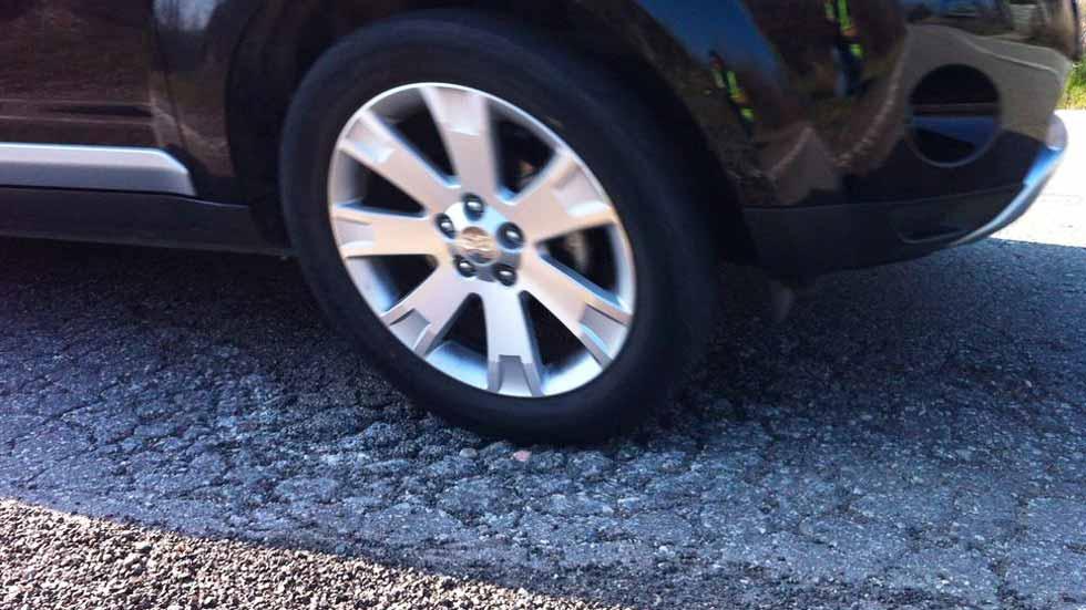 Carreteras en mal estado: éstas son las partes del coche que más sufren