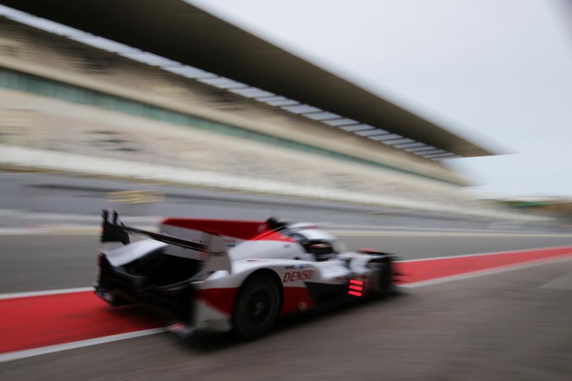 Fernando Alonso prueba el Toyota con el que disputará Le Mans: así lo cuenta