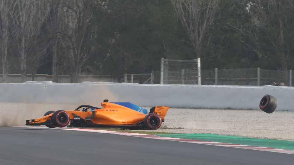 Alonso pierde una rueda en su estreno con el nuevo McLaren MCL33