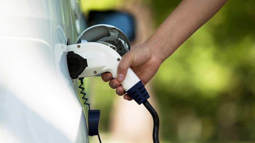 Las ventas de coches eléctricos suben más de un cien por cien