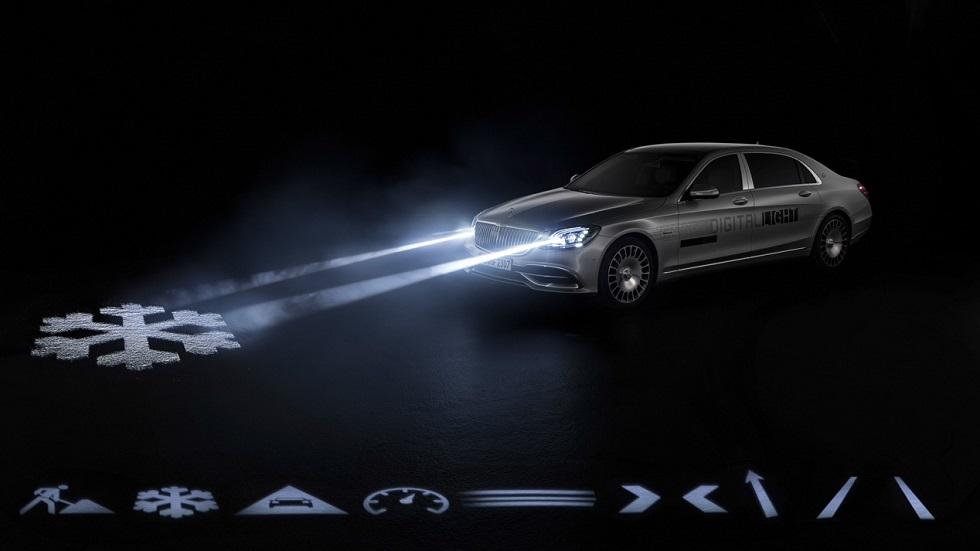 Luces digitales: Mercedes estrena faros que proyectan información en el asfalto