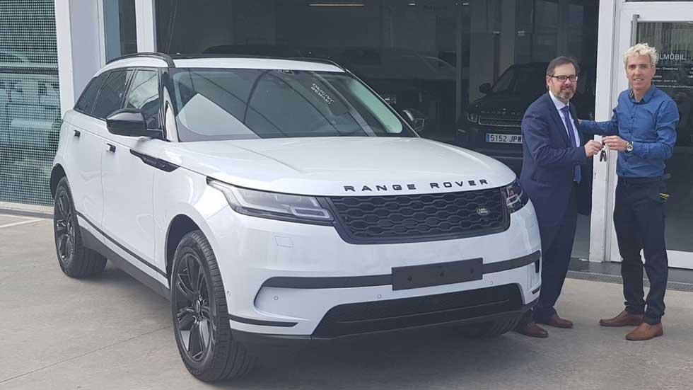 El atleta olímpico José Luis Blanco recibe un Range Rover Velar