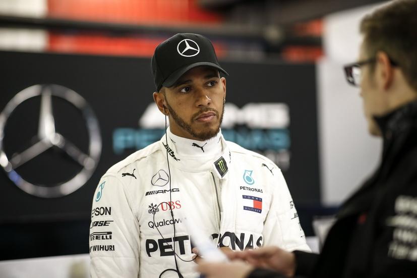 Hamilton tendrá que renovar con Mercedes en breve