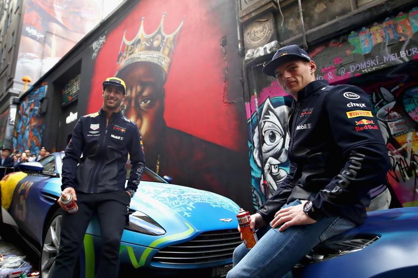 "GP de Australia de F1: los pilotos de Red Bull se vuelven ""grafiteros"""
