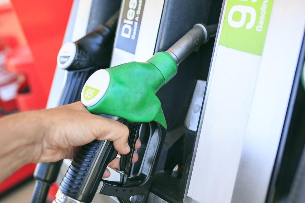 Ventas de coches: los gasolina, camino de doblar a los Diesel