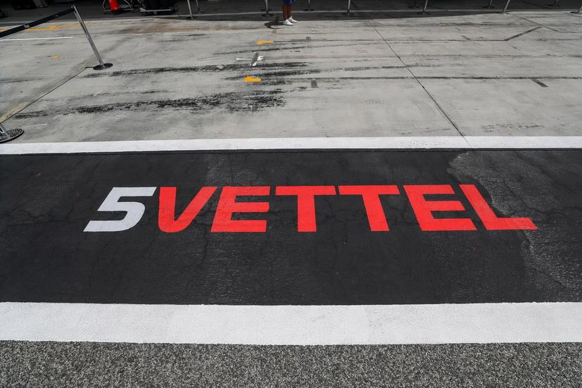 GP de Baréin de F1 (Q): flamante pole de Vettel, Hamilton cuarto