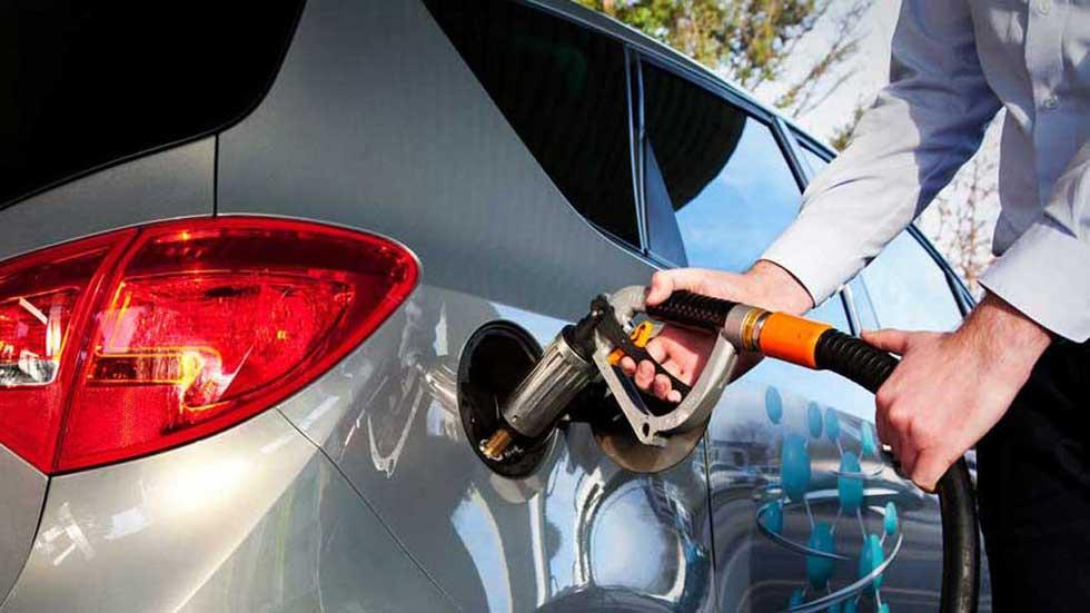 10 trucos para que tu coche consuma menos combustible (Vídeo)