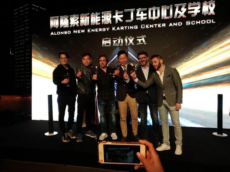 Fernando Alonso presenta un gran proyecto de karting en China