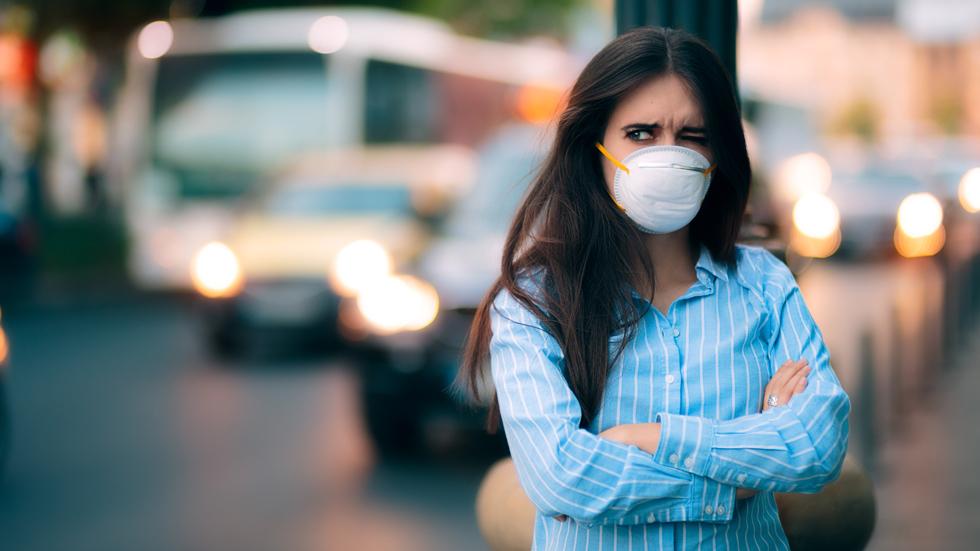 La OCU denuncia que todos los coches contaminan más de lo que declaran