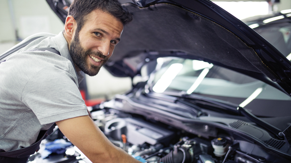 Reparar el coche en España: dónde es más barato y más caro