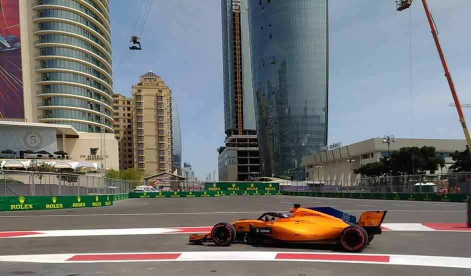 "GP de Azerbaiyán de F1 (FP2): Alonso reconoce que aprovechó ""un rebufo"""