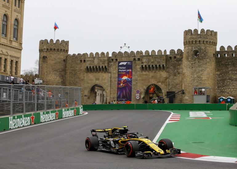 """GP de Azerbaiyán de F1 (Q): """"Salir entre los diez primeros siempre es buena noticia"""", dice Sainz"""