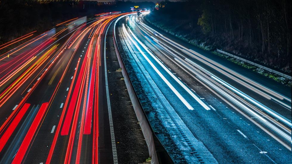 Así serán las carreteras del futuro: con energía solar, con carga inalámbrica…
