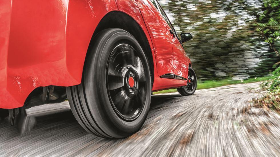 Dudas sobre neumáticos: ¿cuándo cambiarlos? ¿Los roto entre ejes?...
