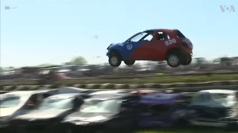 """Así es el campeonato más """"loco"""" de saltos de coches (vídeo)"""
